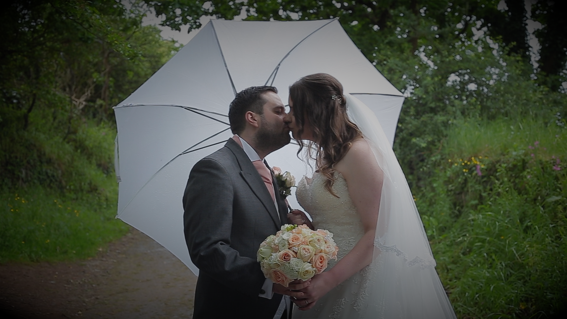 L&D umbrella kiss